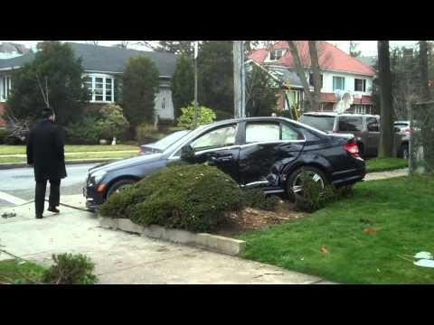 17 de Marzo de 2012 / Ambulancia choca un vehiculo / Brooklyn, NY en Estados Unidos