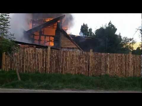 10 de Marzo de 2012 / Incendio en casa céntrica San Martin de los Andes / Neuquen en Argentina / Vídeo Destacado de La Hermandad de Bomberos