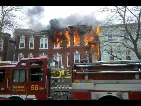 01 de abril 2012 / Incendio de Departamentos en Primer Piso en la Calle Chelsea, Este de Boston en Estados Unidos