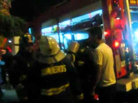 """""""Bomba San Joaquin"""" 5ta Cia. trabajando en Incendio / Cuerpo de Bomberos Metropolitano Sur, Chile"""