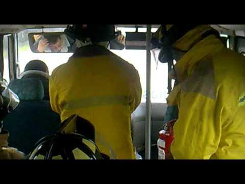 CHILE / Bomberos dirigiéndose a una emergencia y simpático chofer cobrándoles pasaje