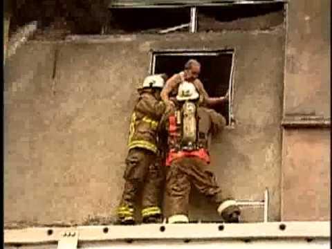 Rescate de anciano en incendio de Fabrica / Guayaquil en Ecuador / Vídeo Destacado de La Hermandad…
