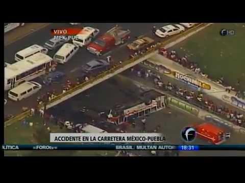 02 julio 2012 / Accidente de Autobus en Autopista México-Puebla / Un fallecido y 25 heridos / Ambulancias de la Cruz Roja y policías municipales de Valle de Chalco, México