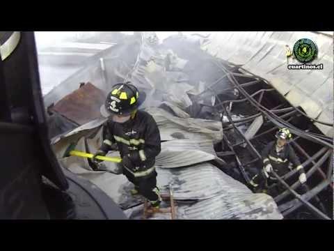 CHILE / INCENDIO DE FABRICA DE MUEBLES- LA GRANJA / Vídeo Destacado de La Hermandad de Bomberos