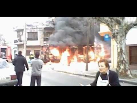 Incendio de Colectivo (Bus) / Bomberos de La Policía Federal Argentina / Ciudad Autonoma de Buenos Aires, Argentina