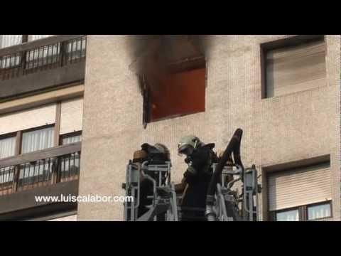 Rescate de mujer atrapada por incendio / Bilbao, España /  Vídeo Destacado de La Hermandad de Bomberos