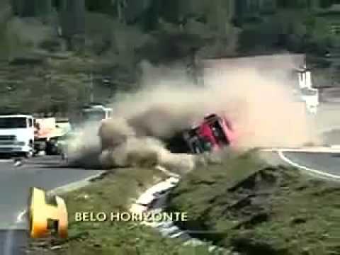 Accidente de camión, vuelco al salirse de la carretera / Bello Horizonte, Brasil