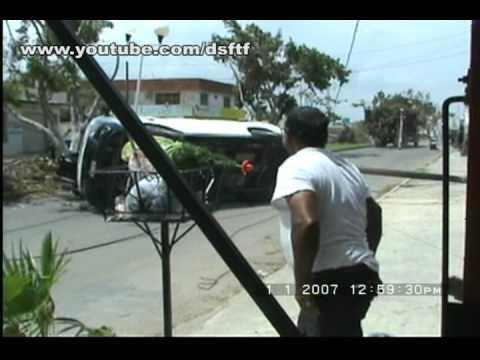 Accidente vial camión se lleva una combi del transporte público / Chetumal Quintana Roo en México