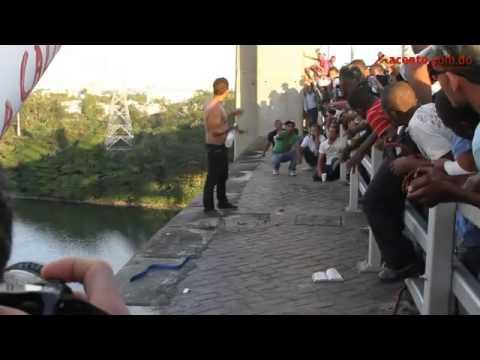 Bombero rescata Hombre amenazaba con lanzarse de puente / Cuerpo de Bmberos de Santo Domingo en Republica Dominicana