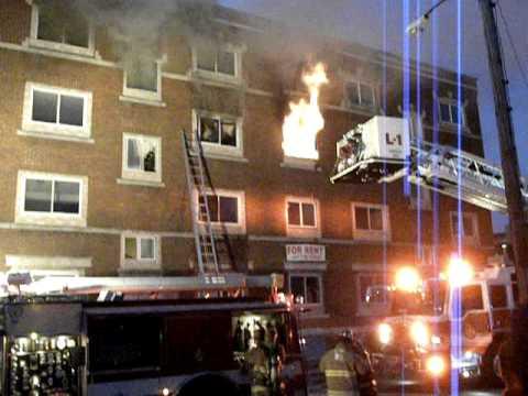 12 de diciembre de 2011 / Incendio (Incendio de Edificio y Salto de Piso) Springfield, Mass / Estados Unidos