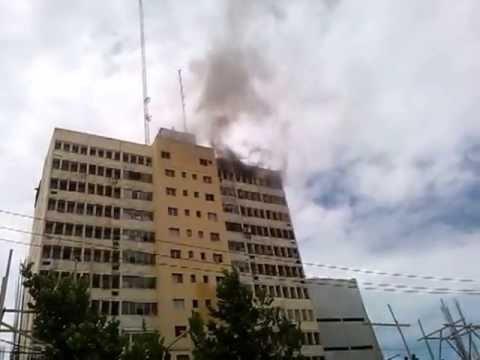 Incendio torre en la tiradentes piso 12 (Imagenes que pueden afectar la sensibilidad)