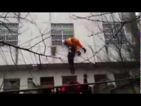 Vídeo | China | Rescate extremo de una suicida