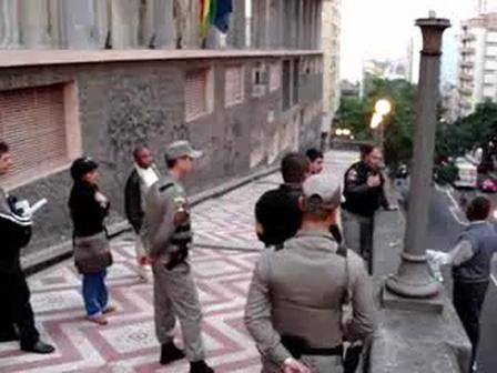 RESCATE DE PERSONA DURANTE INTENTO DE SUICIDIO, BOMBEROS DE PORTO ALEGRE, BRASIL / Vídeo Destacado de La Hermandad de Bomberos