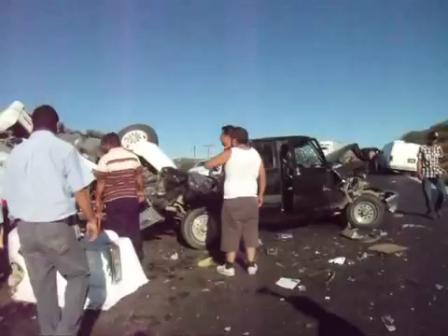 ACCIDENTE EN CARRETERA TECATE-MEXICALI INVOLUCRA A NUMEROSOS VEHÍCULOS, RESCATE VEHICULAR CON VICTIMAS MÚLTIPLES - TIJUANA, BAJA CALIFORNIA EN MÉXICO / Video Destacado de La Hermandad de Bomberos