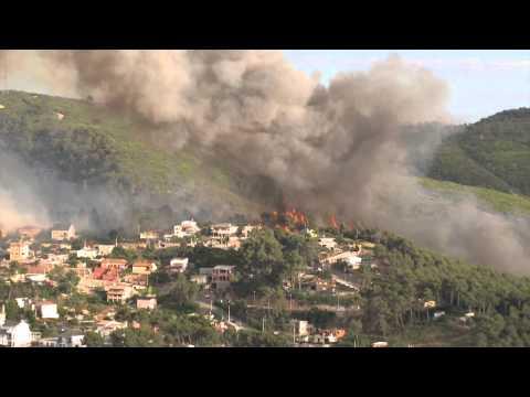 Incendio Forestal Urbano Interfase en Vallirana, España .