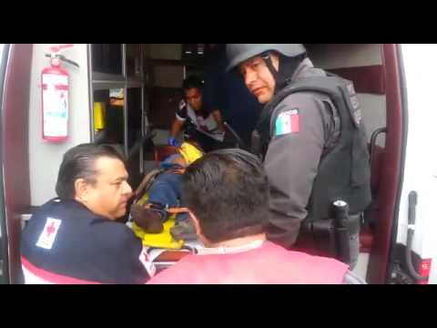 RESCATE VEHICULAR PESADO CON VUELCO EN QUERETARO, MÉXICO