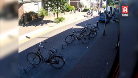 DOS ENORMES GRÚAS Y UNA SECCIÓN DE UN PUENTE CAEN SOBRE EDIFICIOS EN AMSTERDAM - HOLANDA / Video Destacado de La Hermandad de Bomberos