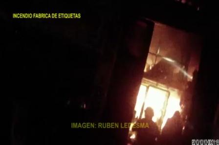 INCENDIO EN FABRICA DE ETIQUETAS, BOMBEROS DE LA POLICÍA FEDERAL ARGENTINA