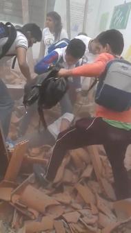 SE DERRUMBA TECHO DE ESCUELA DE LAMBARÉ REPLETA DE NIÑOS, SIETE HERIDOS - PARAGUAY