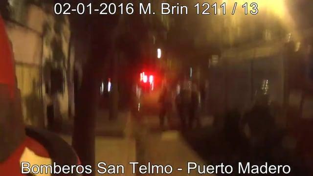 CÁMARA EN CASCO: INCENDIO ESTRUCTURAL CALLE MIN. BRIN Y SUAREZ, BOMBEROS VOLUNTARIOS DE SAN TELMO-PUERTO MADERO - CABA EN ARGENTINA  / Video Destacado de La Hermandad de Bomberos