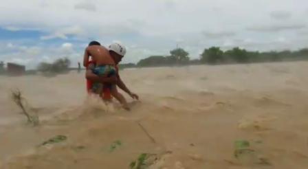 RESCATE AEREO DE POBLADORES EN DISTRITO PACORA - PERÚ