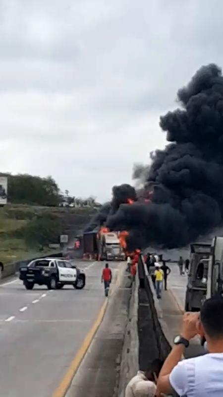ACCIDENTE VEHICULAR E INCENDIO DE CISTERNA DE COMBUSTIBLE EN AUTOPISTA - PANAMÁ EN PANAMÁ