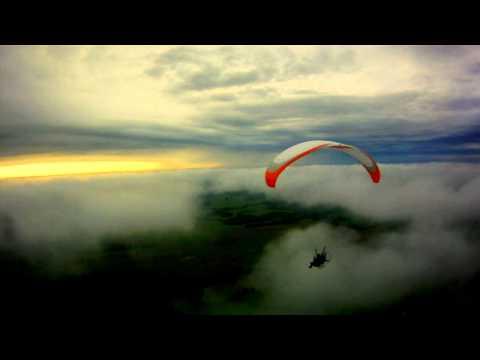 ...Полёт на парамоторе после грозы... ...O... ...Paramotor en vuelo después de la tormenta...