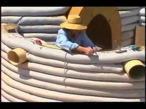 ...Construccion de un Eco Domo con super adobe por Nader Khalili...