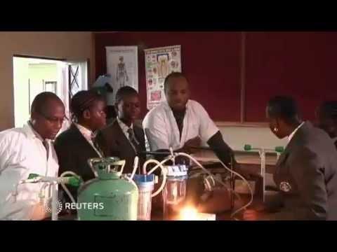 ...GeneradOr  Con Orines ...O... Lagos school girls harness the power of pee...