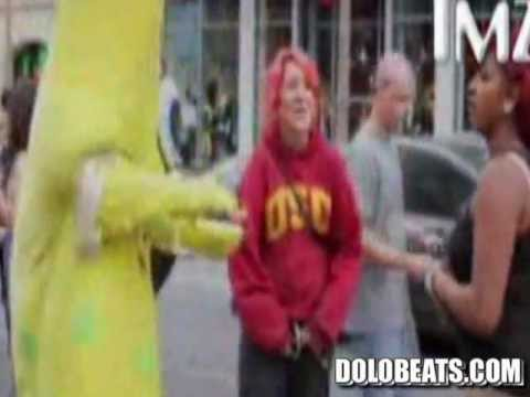 #FUNNYOFTHECENTURY : SpongeBob Gets Into A Fight With 2 Girls On Hollywood Blvd! (All 3 Get Arrested)