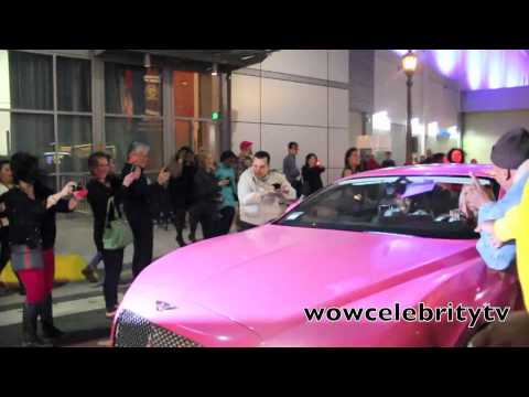 Nicki Minaj car mobbed by fans after leaving nokia theater