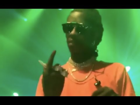 LOL:Young Thug Confused When Fan Throws Fidget Spinner On Stage