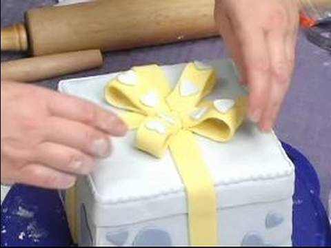 Add a bow to cake decorations