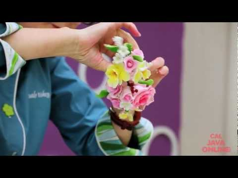 Tips on How to Work with Gum Paste Floral Sprays