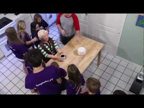 Life-size Ellen Cake with Time-Lapse