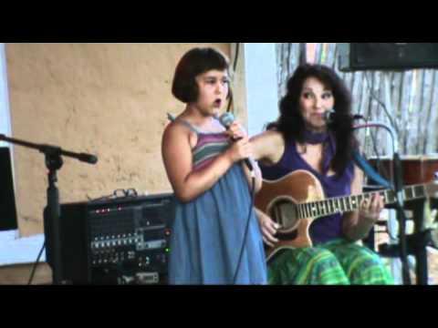 7 yr. old Mozelle sings w/Oma (Beth Williams)