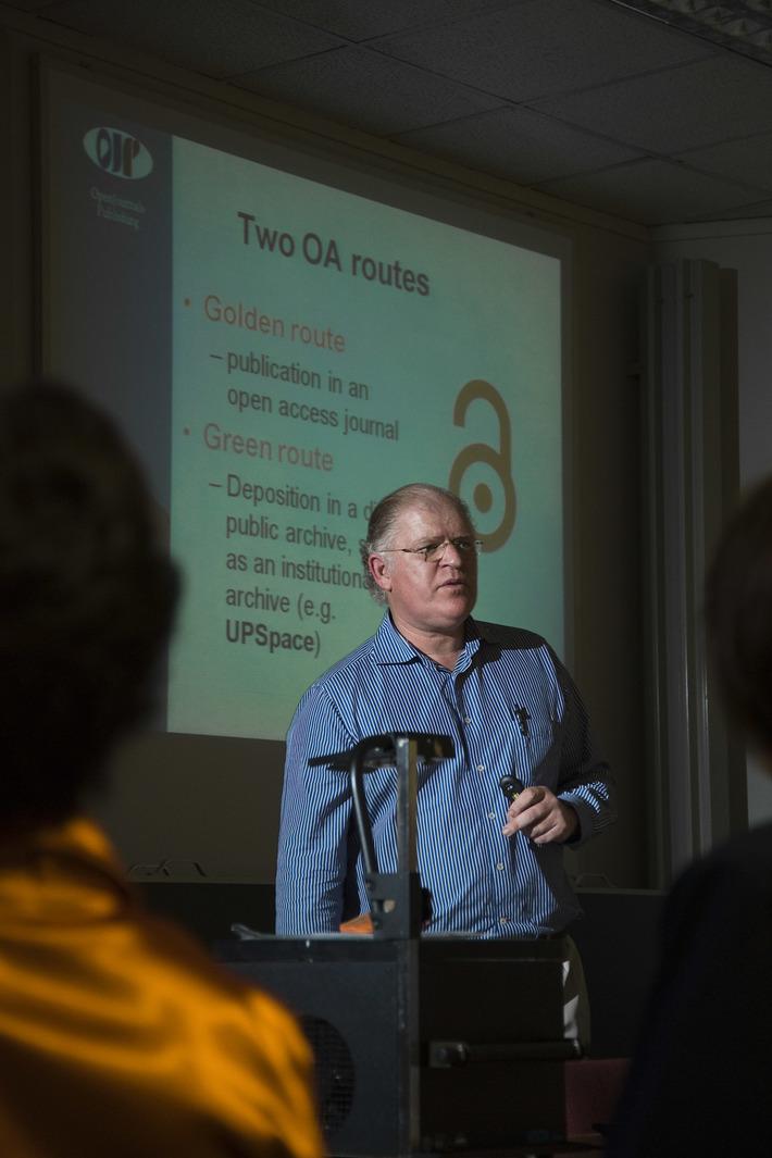 Prof Pierre deVilliers explains the two Open Access routes
