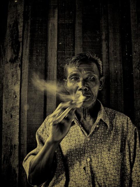 Old Man Ping Smoking Cheroot River 2009