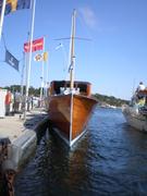 Ejdern tankar i Sandhamn.