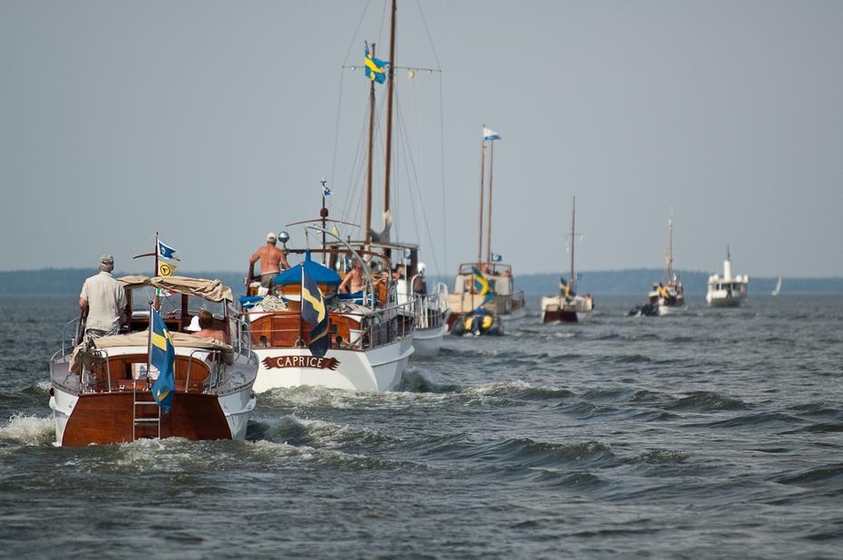 Eskadern korsar Björkfjärden