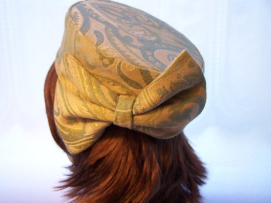 Pillbox with Large Bow