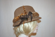 Velour camel hat with mink and leather
