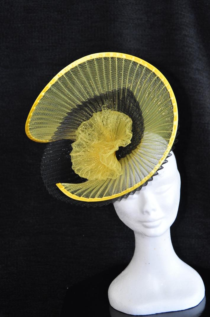 Edged pleated crinoline yellow