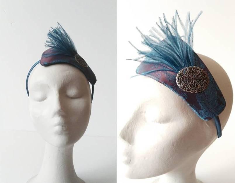 tocado trapecio jacquard azul y plumas avestruz azul