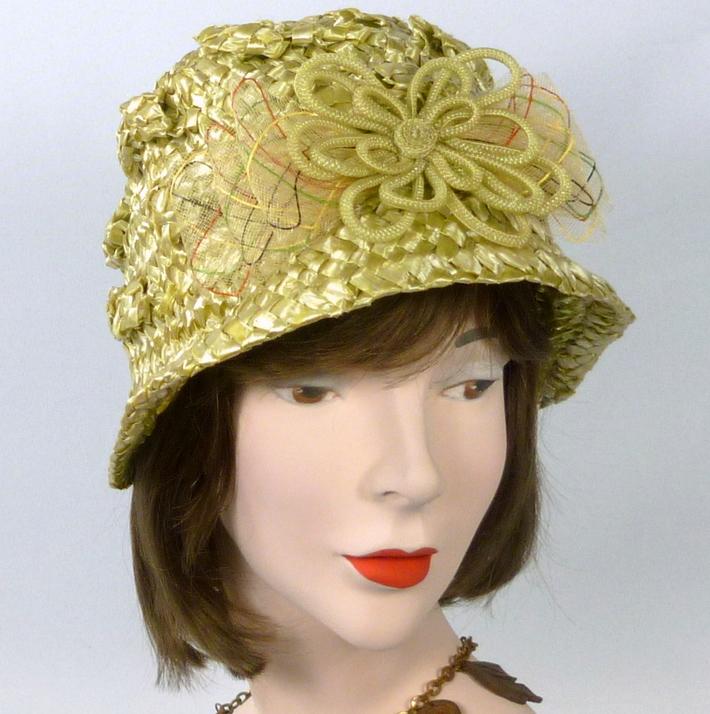 Green Strawbraid Cloche Bucket Style Hat