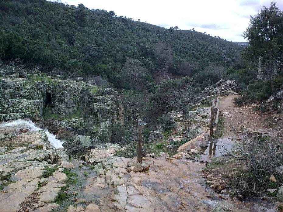 Parque Natural Valle de Alcudia y Sierra Madrona cascada de la Batanera2