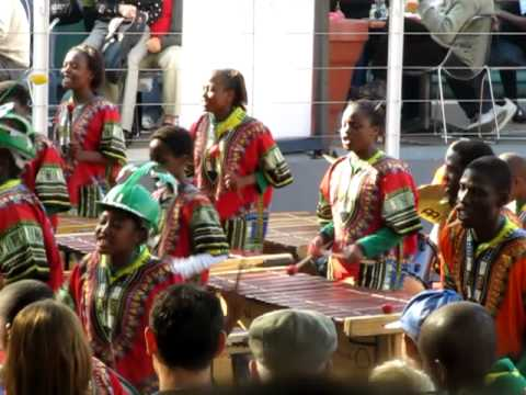 Steel band Johannesburg - Ecoliers à Joburg - WAKA WAKA ÷ WAVIN FLAG (Juillet 2010)