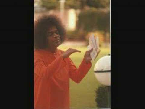 SATHYA SAI BABA singing...very peaceful