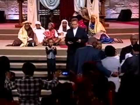 5 year old prays an unforgettable prayer at the Potter's House -Bishop TD Jakes