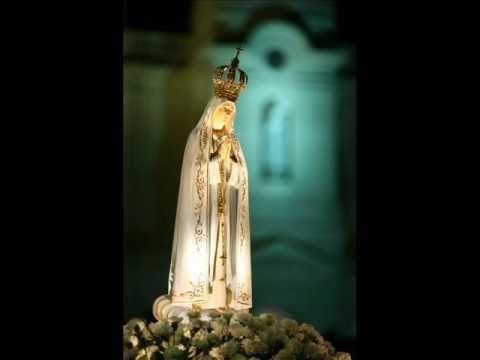 Senhora Rainha tão linda estás... *-*